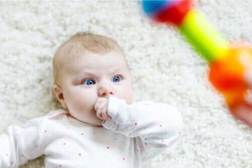 Find ud af, hvorfor babyer stirrer