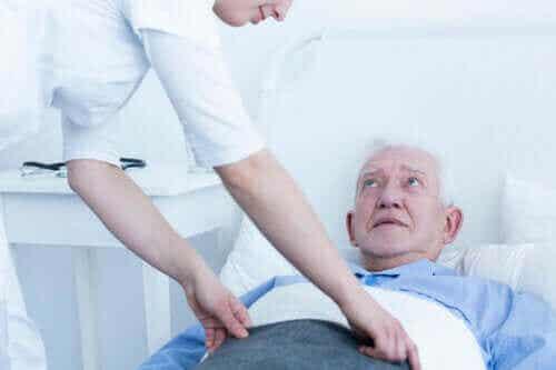 De forskellige stadier af liggesår og deres behandling