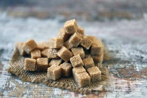 Sukkerknalder af brun sukker