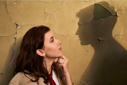 Kvinde fantaserer om mand, da hun er besat af en eks