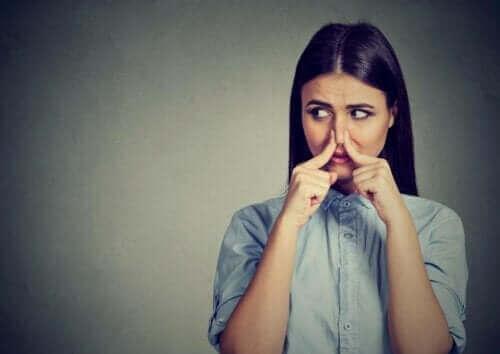 Fantosmi: Hvordan opstår olfaktoriske hallucinationer?