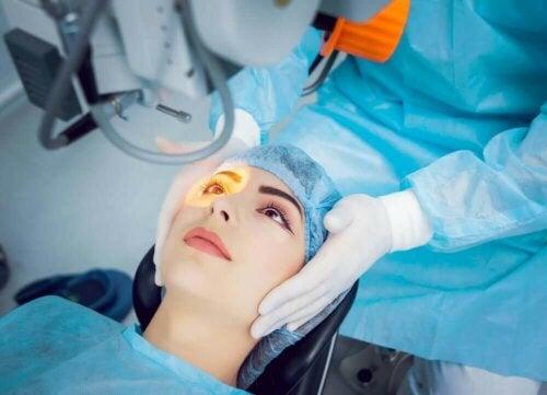 Laseroperation af øjet for at behandle åbenvinklet grøn stær