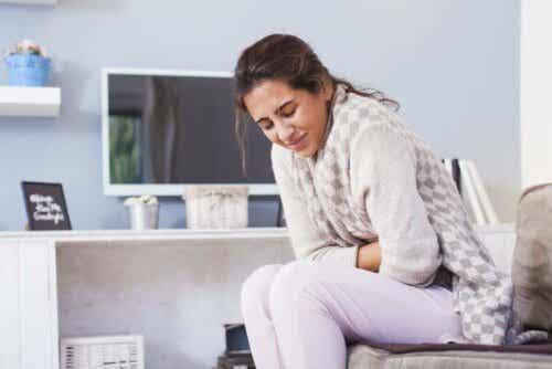Kvinde med mavepine grundet smitsom diarré
