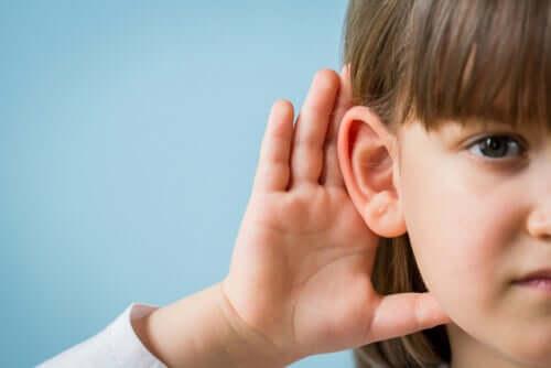 En ud af ti mennesker kan miste hørelsen ifølge øre-næse-halslæger