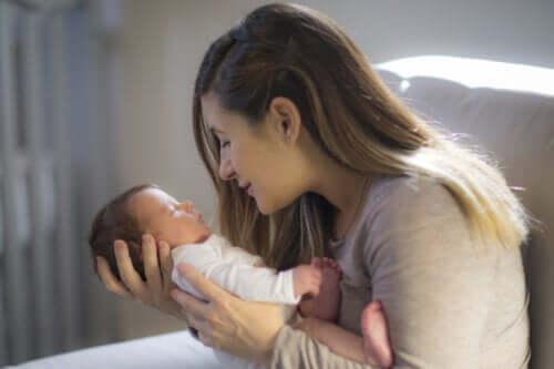 Tips til at stimulere en babys visuelle evne