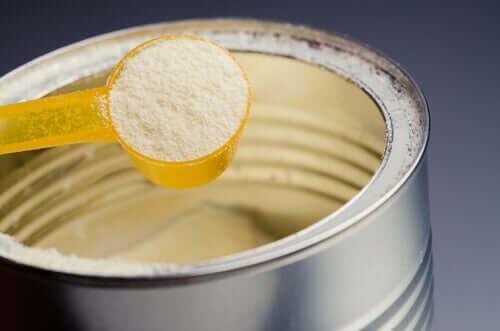 Undersøgelser viser, at modermælkserstatning indeholder meget sukker