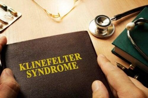 Årsagerne til Klinefelters syndrom, og hvordan det påvirker mænd