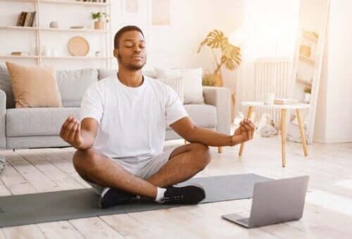 Hvad er Vipassana-meditation og hvad er fordelene?