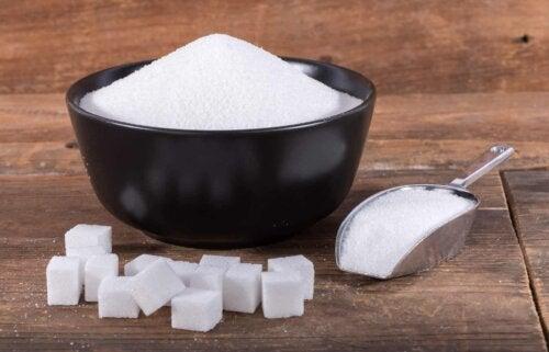 Sukker i skål
