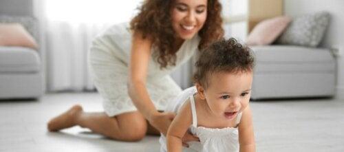Vigtigheden af at kravle for din babys udvikling