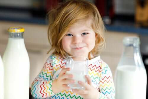 Er det sundt at give gedemælk til en baby?
