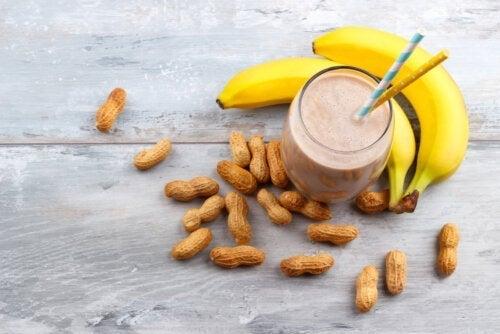 Sådan laver du en energishake med peanutbutter og banan