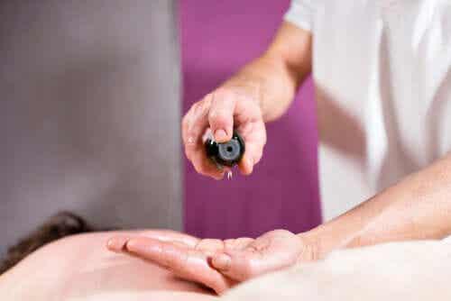 Kan jeg lindre neuropatiske smerter med æteriske olier?
