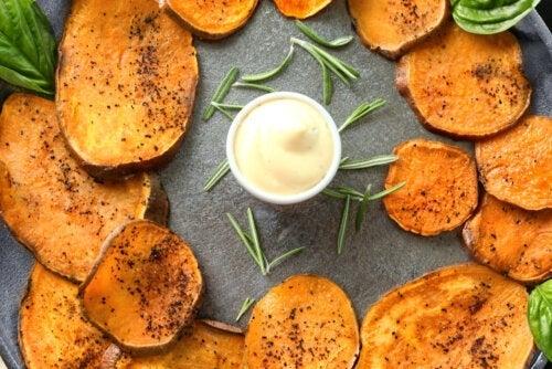 Krydrede søde kartoffelchips: En opskrift, du vil elske