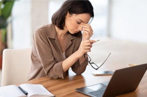 17 tips til at undgå øjenproblemer, mens du arbejder hjemmefra